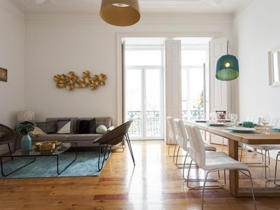 Photo for Luxurious apartment 4room with AC and terrace in Rato near Bairro Alto
