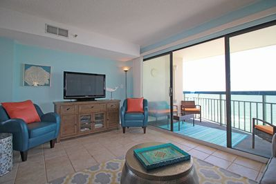 Flat screen tv, netflix, DVDS, leather chairs, & GORGEOUS direct oceanfront view