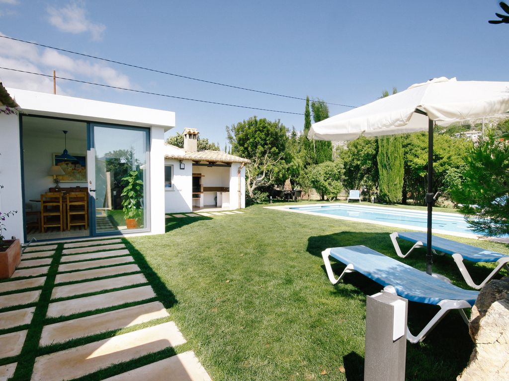 Private Villa, Walking Distance to Puerto Pollensa Beach with Wifi, A/C,  Sky TV