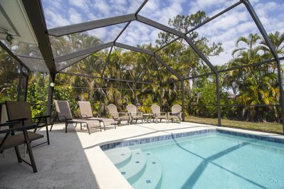 Vaulted Cage Pool Enclosure with Heated Pool