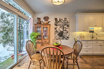 The vacation rental townhome is near the Metra train which takes you to Chicago!