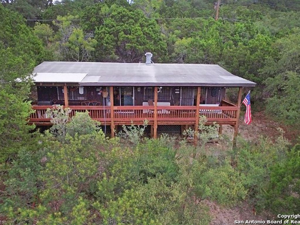 Fun cabin close to canyon lake and guadalupe river tubing for Floating the guadalupe river cabins