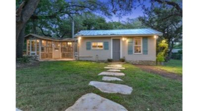 Photo for Cozy Studio Cottage - Near Floores Country Store, SeaWorld and Fiesta Texas