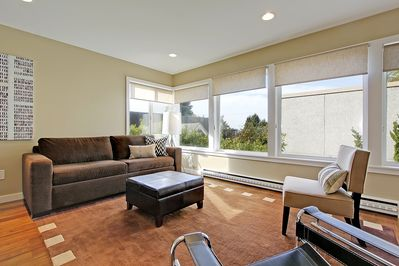Spacious living room with HDTV, cable and Wii game system.