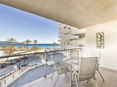 Photo for APARTMENT IN CALA MILLOR, Modern, DIRECTLY ON THE BEACH, SEAVIEW, Wifi Incl, up to 4 pers.