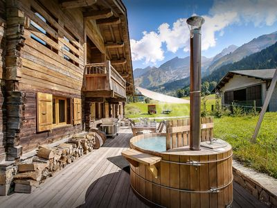 Photo for Stunning luxury ski chalet close to pistes and village, wifi - OVO Network