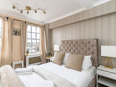 Photo for Elegant apartment near Hyde Park & Oxford street