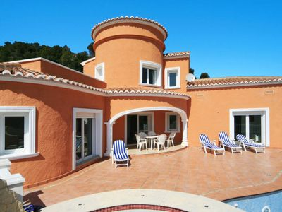 Photo for 3 bedroom Villa, sleeps 6 with Pool, WiFi and Walk to Beach & Shops