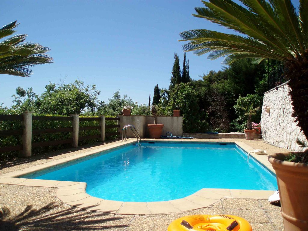 Private villa with pool internet bbq sat homeaway for Quick pool obi