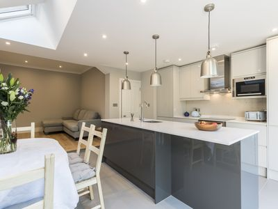 Photo for Spacious 5 bedroom house (sleeps 6 to 10) in West Kensington