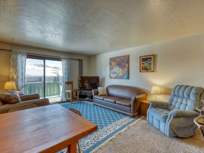 Photo for Mountain view condo w/ a shared pool, hot tub, Ping-Pong, & pool table