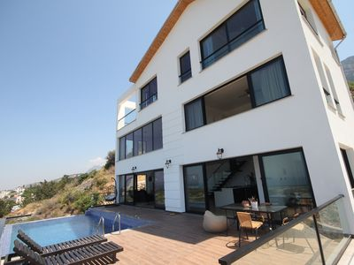 Photo for Panorama Villa The wow factor with Infinity Pool and Views!
