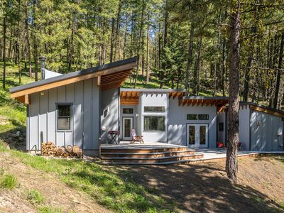 Photo for Off-The-Grid Mtn Home - 20 Mins to Leavenworth!