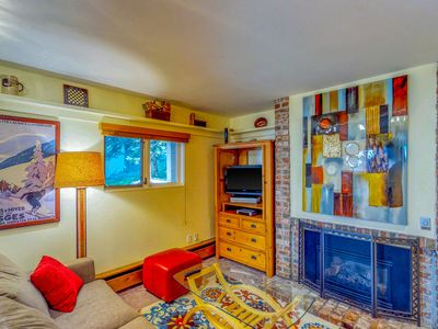 Photo for Inviting, ground floor condo w/ shared tennis - walk to slopes and Vail Village!