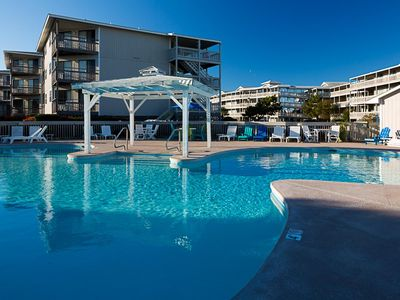 Photo for Condo near Beach w/ WiFi, Resort Pools, Tennis, Mini Golf, Grills & Playground