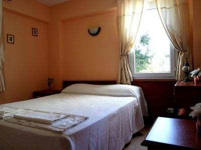 Photo for Luxury self catering 2 bedroom holiday apartment located right in the centre.