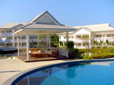 Photo for Luxury penthouse with large veranda in plantationstyle resort