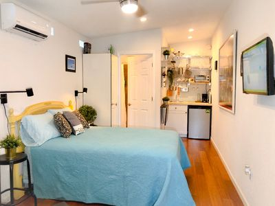 Photo for Adorable Modern Studio West