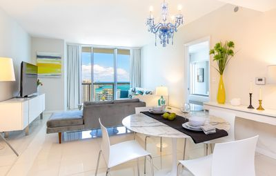 OVERLOOKING THE OCEAN, W RESIDENCES, LUXURY DESIGN. FREE: POOL, SPA, 50Mb WI-FI