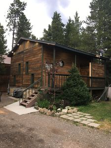 Cozy Quiet Vacation Home, just blocks from the gate to Yellowstone and downtown