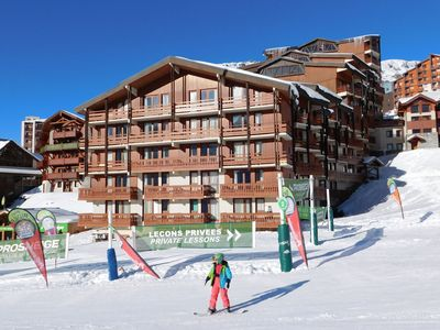 Photo for Comfortable apartment in a residence at the foot of the slopes in Val Thorens.