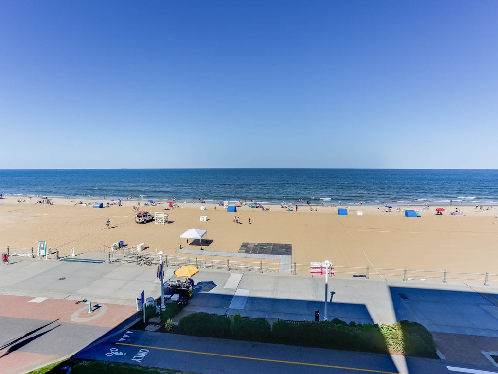 Oceanfront 2 Bedroom 2 5 Bath Condo Overlooking The Boardwalk Virginia Beach