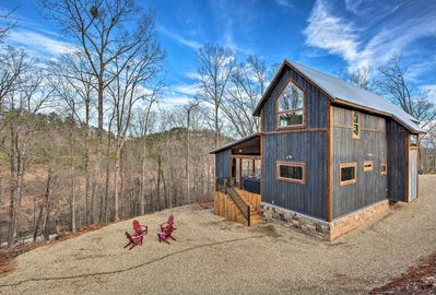 Elevate your experience in southeastern Oklahoma with this immaculate cabin.