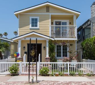 Photo for 🏖BEST  VACATION HOUSE🏝 LUXURIOUS SEAL BEACH GETAWAY BEACH HOUSE ! FAMILY FUN 🌈