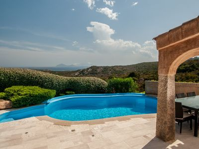Photo for Holiday house with swimming pool, for 10 people and sea view