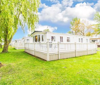 Photo for 6 berth caravan for hire - decking & lake view Southview park Skegness ref33022