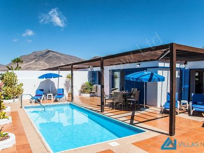 """Photo for Country house a short walk away (401 m) from the """"Playa Las Coloradas"""" in Playa Blanca with Parking, Internet, Washing machine, Pool (1026058)"""