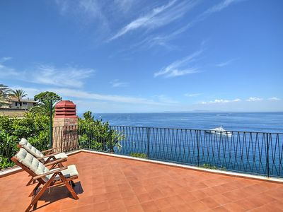 Photo for 5 bedroom Villa, sleeps 16 in Sorrento with Air Con and WiFi