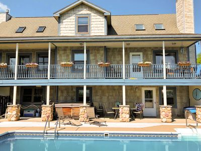 Outstanding home w/ a private pool, hot tub, pool table, & beautiful lake views