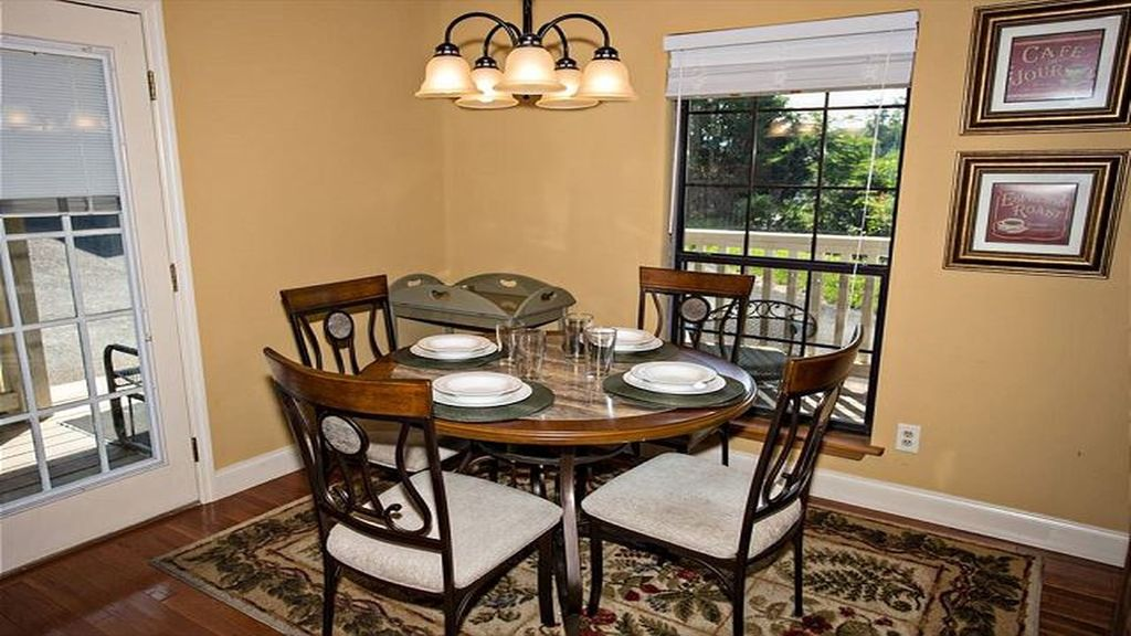 In the Heart of Pigeon Forge, 1 Bedroom,1 Bath, Sleeps 4, Free WIFI, Private