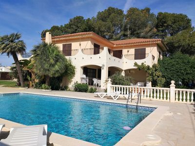 Photo for Independent villa for 10/12 people, private pool, 100m from the sea