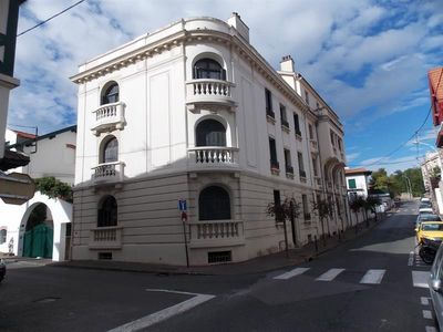 Photo for Beautiful Biarritz T3 with parking heart of city and free wifi.
