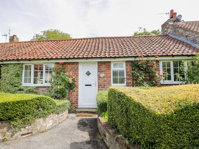 Photo for LUPIN COTTAGE, pet friendly, with pool in Hunmanby, Ref 1013432