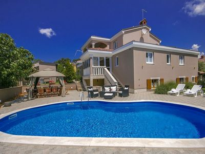 Photo for Spacious villa with swimming pool, panoramic view and tavern in Višnjan