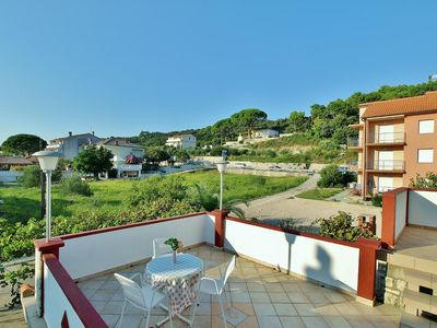 Photo for One bedroom apartment with terrace and sea view Kampor (Rab)