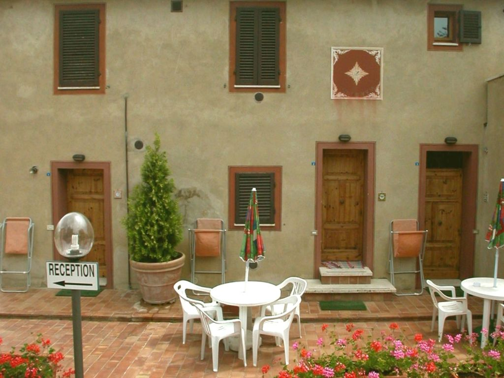To buy private house in Siena