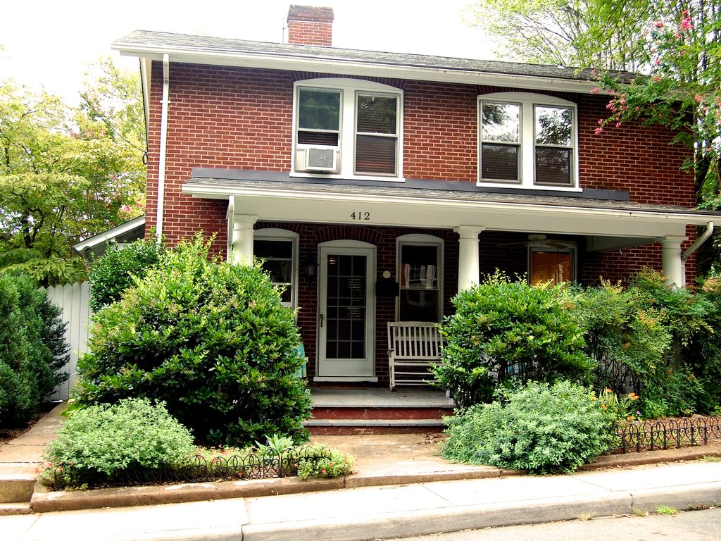 Walk to downtown restaurants from private a vrbo for Charlottesville cabin rentals hot tub