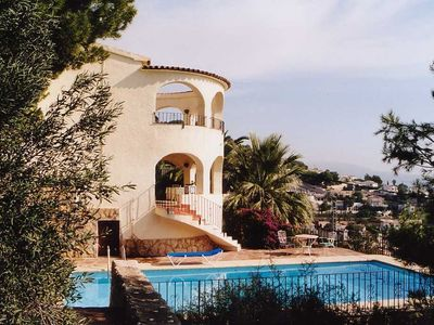 Photo for Well maintained villa with pool and garden, beach, panoramic sea views