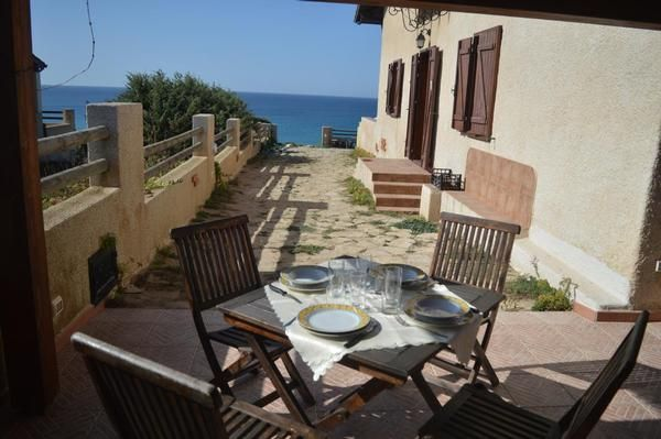 Rent a house in San Dzhovanni Di Sinis on the shore