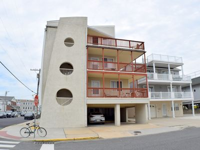 Photo for Beachblock Condo, Wifi, Central A/C, Offstreet parking for 1