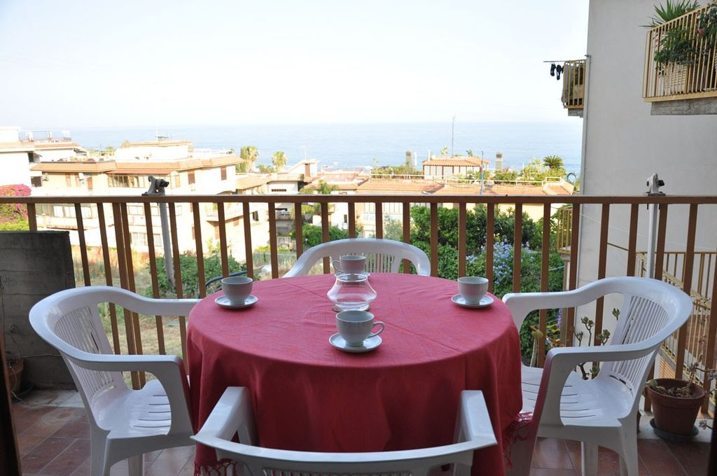 Acitrezza Beautiful Apartment Just Steps From The Sea