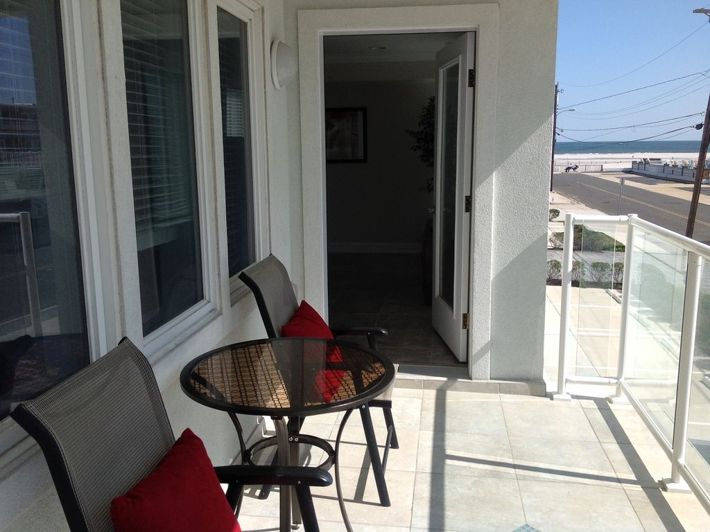 Luxury beach block ocean view roof top pool elevator wifi for Beach house elevator cost
