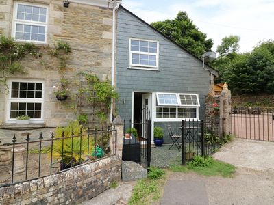 Photo for COACH HOUSE STUDIO, pet friendly, with a garden in Probus, Ref 985518