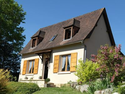 Photo for House on quiet flowery hill, 5 minutes walk from the town center facing Lascaux