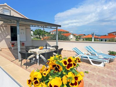 Photo for Two bedroom apartment with terrace and sea view Drvenik Mali (Drvenik) (A-15535-a)