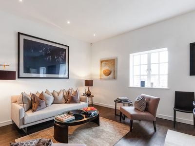 Photo for Stunning 3 Bed Apartment with Parquet Wooden Flooring in Baker Street.